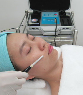 Skin refreshing, lightening & moisturizing by Vitamin C, E, & Y-PGA Iontophoresis